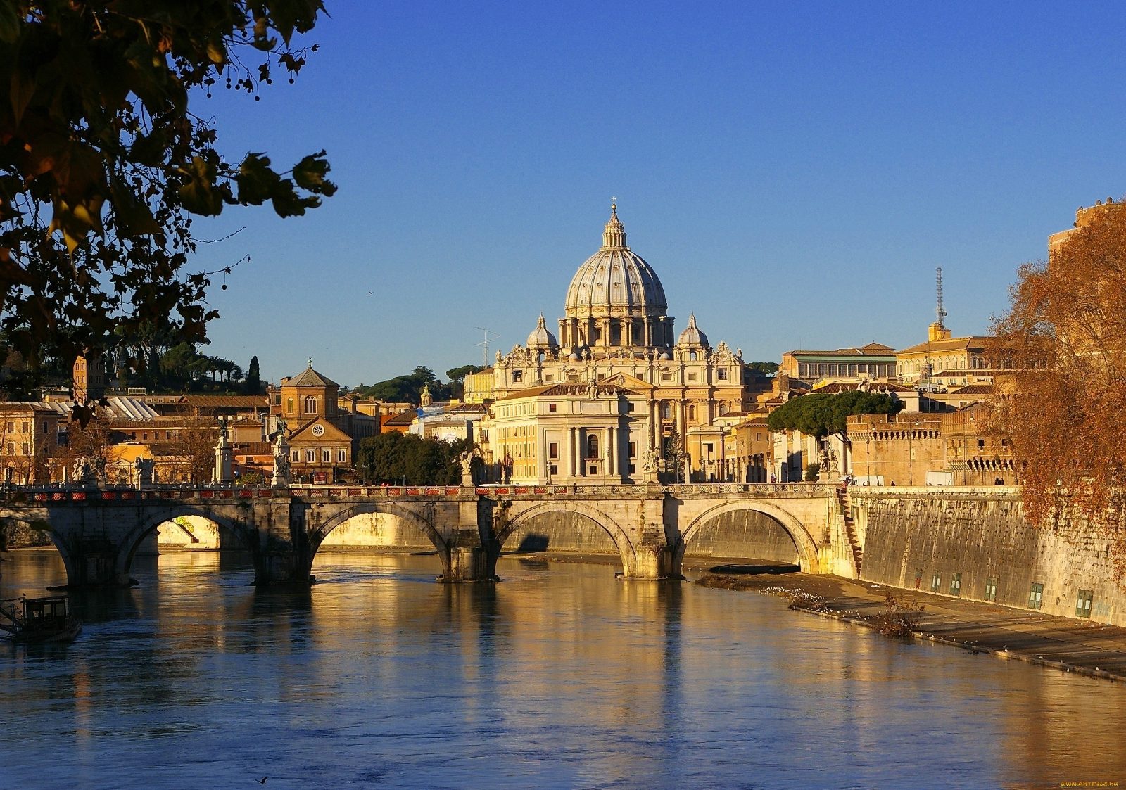 The Vatican Seen Past the Tiber River, Rome, Italy  № 1467674  скачать